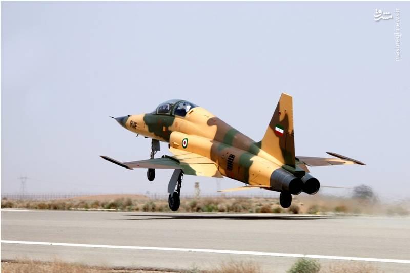 عکس/ پرواز نخستین جنگنده ایرانی