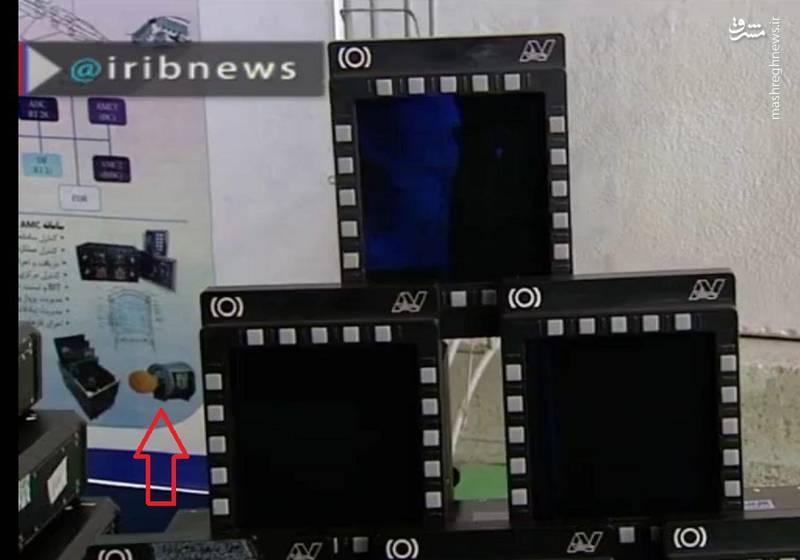 نمایشگرهای به کار رفته در جنگنده کوثر - در گوشه تصویر و در بنر به یک رادار اشاره شده که با فلش قرمز مشخص شده است