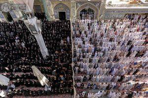 عکس/ اقامه نماز باشکوه عید قربان در صحن حرم علوی