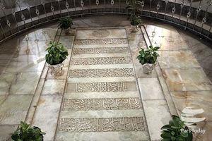 عکس/ حضور رهبرانقلاب در مقبره ابوعلی سینا