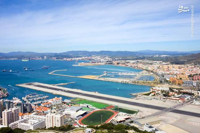 فرودگاه جبل طارق یک فرودگاه نظامی و همگانی با یک باند فرود آسفالت و طول باند آن 1828 متر است. این فرودگاه در کشور جبل طارق قرار دارد و در ارتفاع 5 متری از سطح دریا واقع شدهاست.