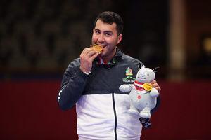 فیلم/ اهدای مدال قهرمان طلایی کاراته ایران