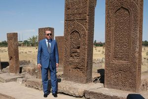 عکس/ بازدید اردوغان از گورستان سلجوقیان