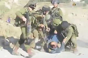 فیلم/ کتک زدن یک فلسطینی توسط صهیونیست ها