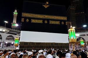 فیلم/ مدح حضرت امیرالمومنین(ع) در طواف خانه خدا