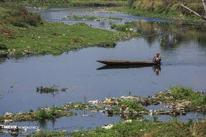 عکس/ زندگی در کنار کثیف ترین رودخانه جهان
