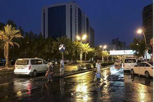بارش باران در مکه مکرمه حجاج را غافلگیر کرد +فیلم