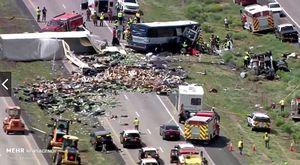 عکس/ تصادف مرگبار اتوبوس و کامیون در آمریکا