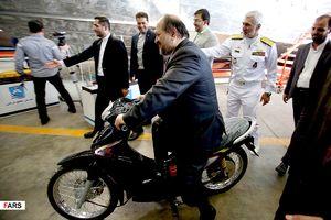 عکس/ موتورسواری آقای وزیر!