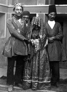 عکس/ تیپ عروس و داماد قجری!