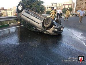 عکس/ واژگونی ۲۰۶ در «اتوبان ستاری» تهران