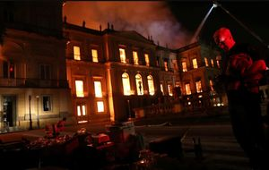 فیلم/ سوختن موزه 200 ساله در آتش!
