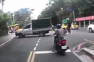 فیلم/ پرواز موتورسوار پس از تصادف!