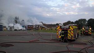 عکس/ آتش سوزی مهیب  در یک مدرسه ابتدایی