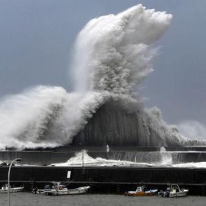 شدیدترین طوفان در 25 سال گذشته ژاپن را درنوردید