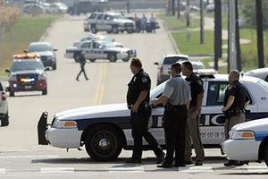 فیلم/ آویزان شدن پلیس از ماشین مجرم