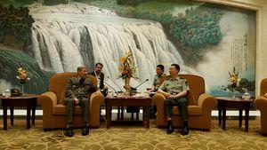 سفر وزیر دفاع به چین