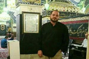 فیلم/ شهید مدافع حرم در کفشداری حرم  حضرت رقیه(س)