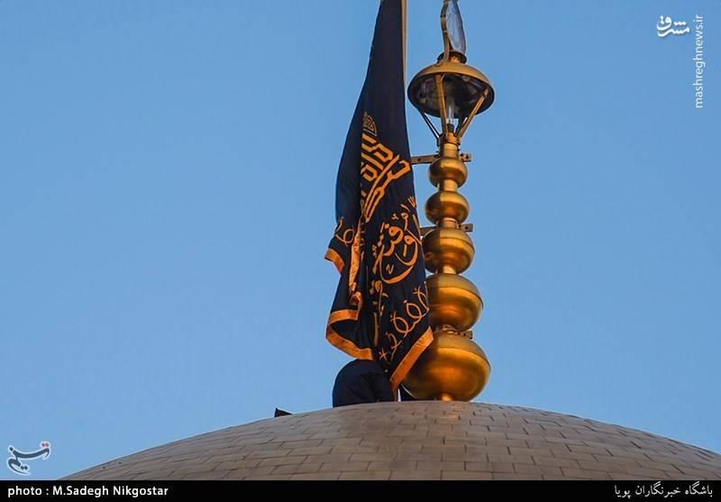 تعویض پرچم گنبد امام رضا(ع)