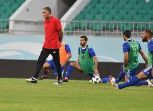 بهترین دفاع برای تیم ملی حمله است/ با سبک دفاعی نهایتاً تا جمع ۸ تیم برویم
