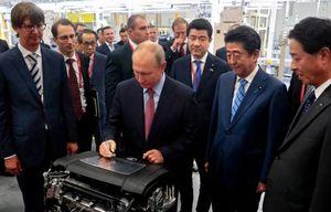 حضور پوتین در کارخانه خودروسازی مزدا