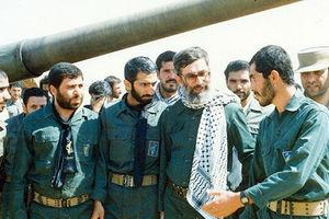 فیلم/ قرائت زیارت عاشورا توسط آیتالله خامنهای در جبهه