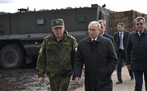 فیلم/ بازدید پوتین از رزمایش مشترک ارتش روسیه و چین