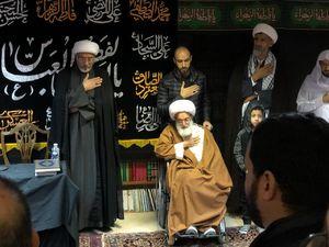 مشارکت آیت الله عیسی قاسم درمجلس عزاداری حسینی