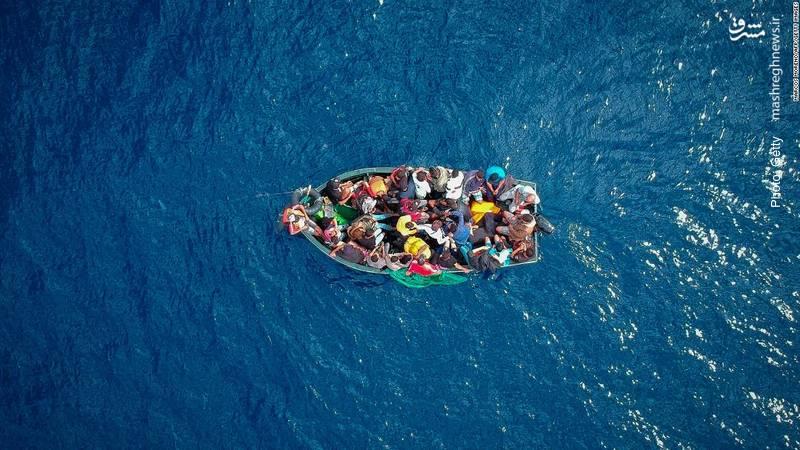 قایق مهاجران در تنگه جبلالطارق به سمت اروپا