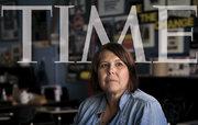 روایت تکاندهنده مجله تایم: معلمان آمریکایی که برای ادامه زندگی «خون» و «لباس» خود را میفروشند +عکس