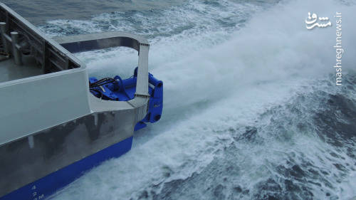 یک موتور واترجت در حال آزمایش در دریا بر روی یک شناور