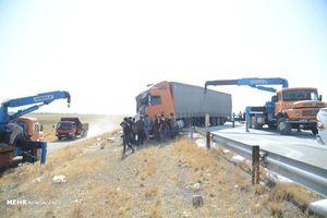 تصادف زنجیره ای چندین دستگاه کامیون و تریلی در اتوبان زنجان