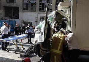 حبس شدن راننده کامیونت در اتاقک متلاشی شده +عکس