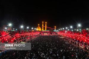 سوگواری عزاداران حسینی در شب عاشورا - کربلا