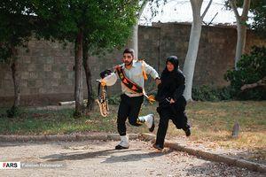عکس/ کمک نیروهای امنیتی به مردم در حمله تروریستی