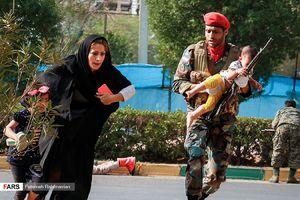 عکس/ نجات یک نوزاد در حمله تروریستی اهواز