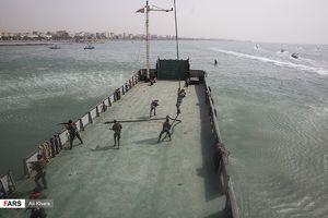 عکس/ رژه بزرگ دریایی ارتش و سپاه در خلیج فارس