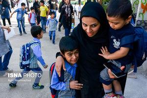 عکس/ تقابل لبخندها و اشکهای دانش آموزان