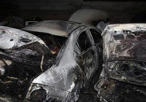 آتش گرفتن ۷ خودرو در پارکینگ روباز بلوار ارتش + عکس