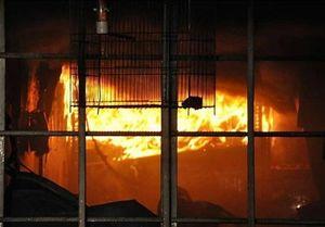 آتش گرفتن ۳ مغازه تعمیرات خودرو