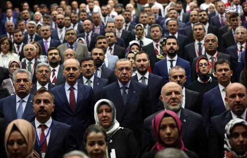 اردوغان در دفتر حزب عدالت و توسعه در آنکارا