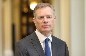 سفیر انگلیس در ایران رابرت مک کر