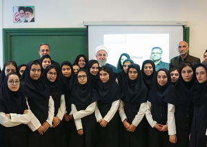 عکس/ حضور روحانی در کلاس درس