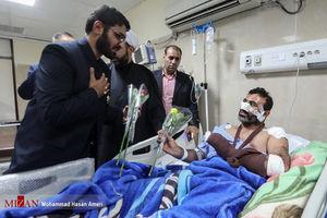عیادت خدام حرم امام رضا (ع) از مجروحین حمله تروریستی اهواز