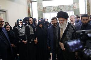 عکس/ خواهران منصوریان در دیدار با رهبرانقلاب