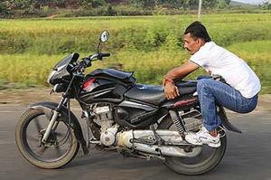 فیلم/ نامتعارفترین رفتارها با موتورسیکلت!