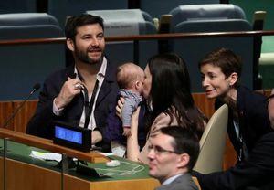 عکس/ نخستوزیری که با نوزادش به سازمان ملل رفت!
