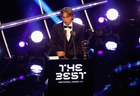 مودریچ به یک دهه سلطنت مسی و رونالدو پایان داد/ برترین های سال ۲۰۱۸ انتخاب شدند +فیلم و عکس