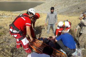 نجات راننده سقوط کرده به دره ۱۵۰ متری دریاچه تار دماوند