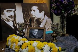 """عکس/ مراسم بزرگداشت """"آقای بازیگر"""" در سنگلج"""